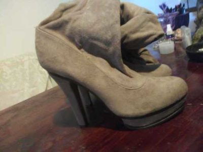 Jennifer Lopez knee high heel boots