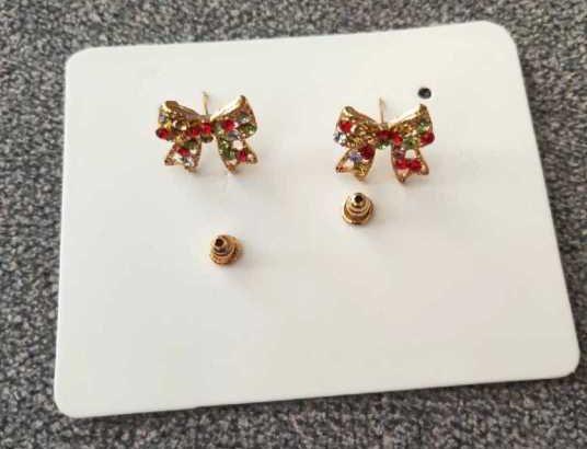 Rhinestone Engraved Bow Stud Earing