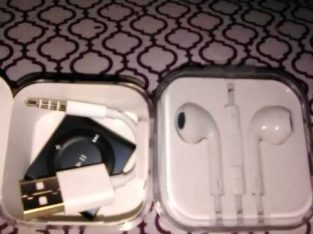 iPod shuffle opened but never used includes earbuds
