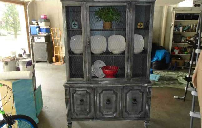 Farmstyle china cabinet/hutch