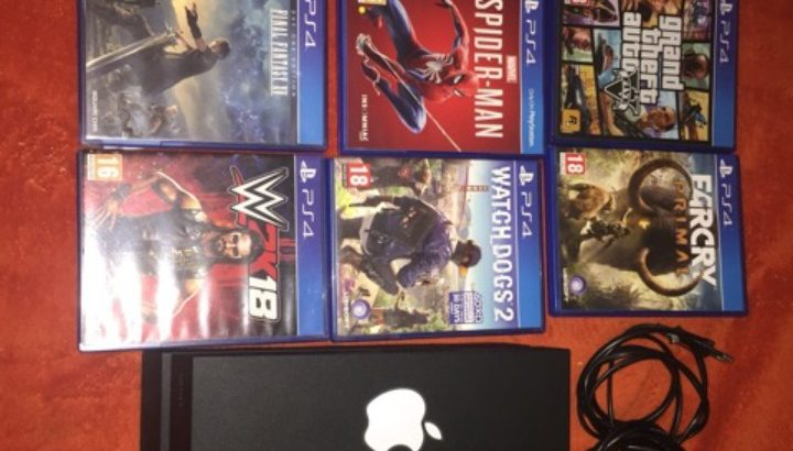 PS4 with 9 games and one controller