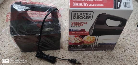 New Black Decker versetile 5 speed hand blender with storage case$35
