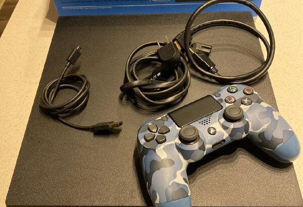 PlayStation 4 with 2 controlles and 7 games