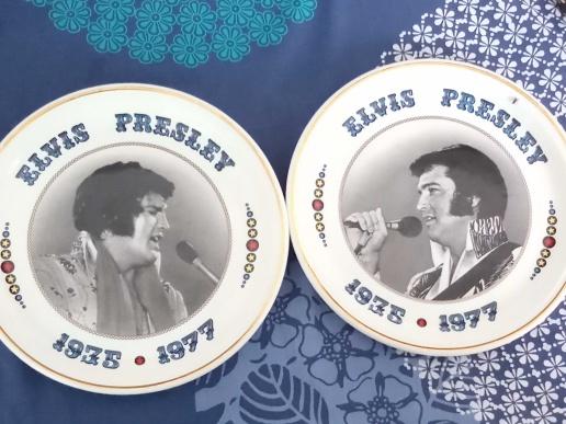 Legend American Top Singer Elvis Presley Picture 2 Plates. Past Movements,Collections Etc Written