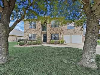 7619 Summer Night Ln Rosenberg, TX..  4 beds      3.5 baths.   2,818 sqft
