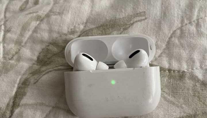 Apple wireless earbuds