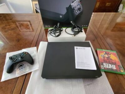 Xbox One X 1 TB + Red Dead Redemption 2