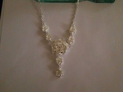 SILVERSTONE ROSE BUD NECKLACE