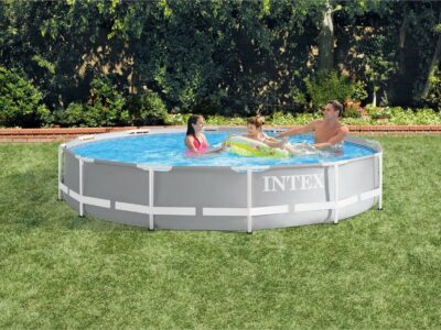 Above Ground Swimming Pool w/ Pump