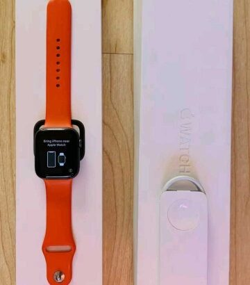 Apple Watch Series 4 44 mm Space Grey Aluminum Case Orange Sport Band Boxed