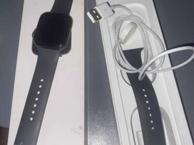Apple Watch Series 5 44mm Space Gray Aluminium Case with Black Sport Band – S/M
