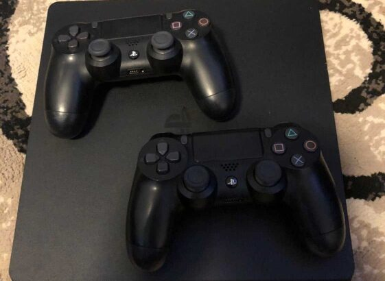 PS4 Console with 2 controllerspower cor