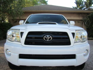 2008 Toyota Tacoma 4door automatic 4wdWhels