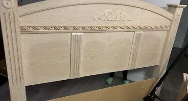 King furniture used bed room set (needs dresser kn