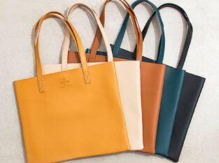 Hand bags at wholesale